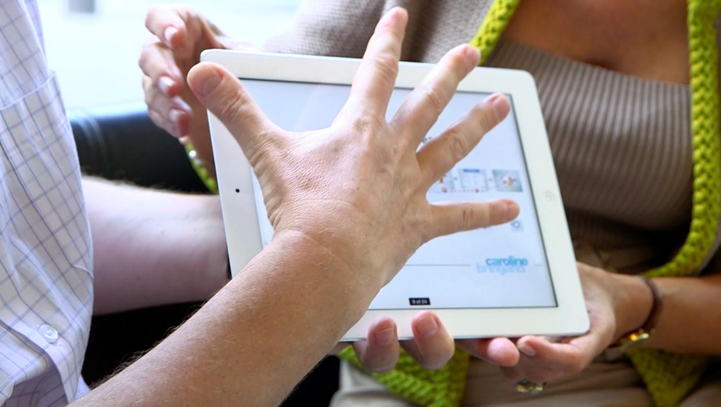 Vétoquinol, main devant la tablette